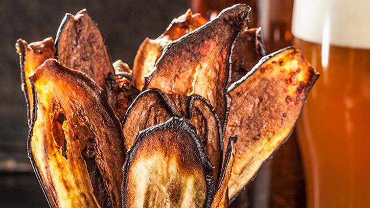 Острые чипсы из баклажана фото