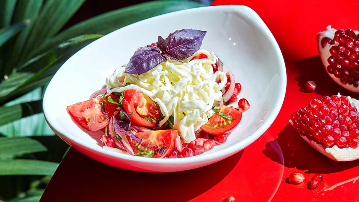 Салат из помидоров с сыром чечил рецепт с фото