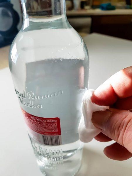 как убрать клей от этикетки на бутылке