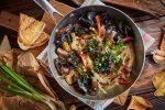 Древесные грибы и баклажаны в перечно-кокосовом соусе