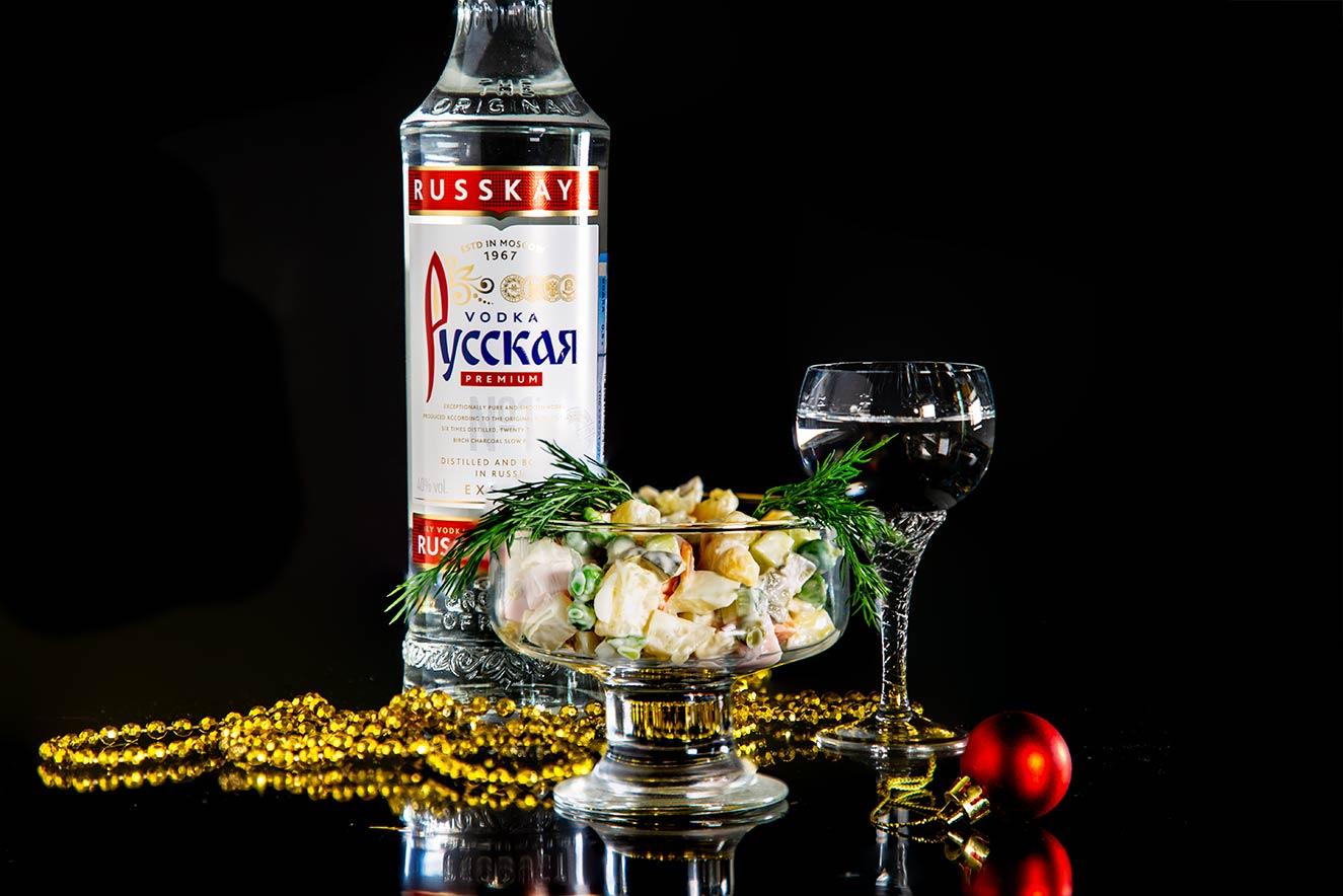 Оливье с колбасой и водка Русская пошаговый с фото