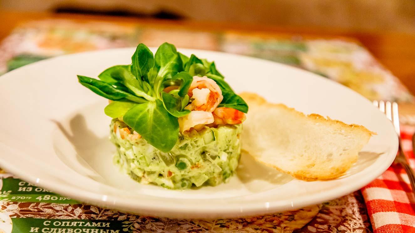 Оливье с креветками и зеленым майонезом пошаговый рецепт с фото
