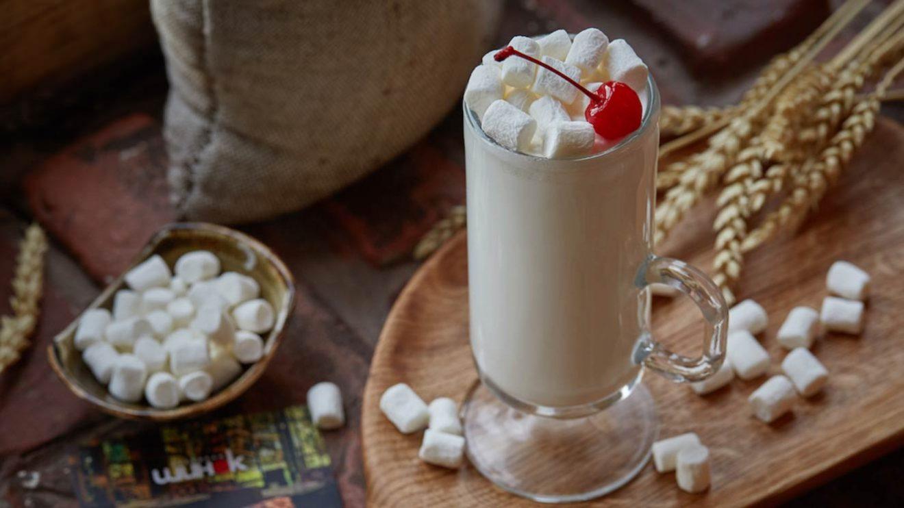 Рецепт коктейля со сгущеным молоком, виски и кофейным ликером фото