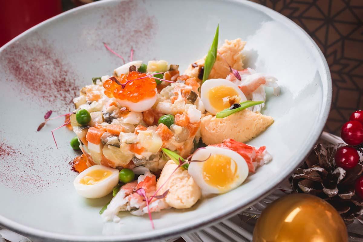 Рецепт оливье с крабами и голландским соусом фото