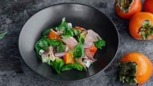 Салат с хурмой, шпинатом и испанским хамоном пошаговый рецепт от шеф повара ресторана фото