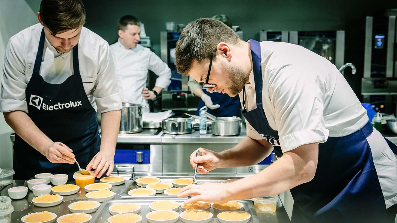 Шеф-повар ресторана нордической кухни MØS Андрей Коробяк для Electrolux фото