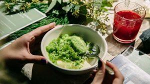 Сливочный десерт с желе из кервеля и гранитой из щавеля фото