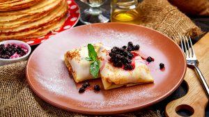 Рецепт блинов с черной смородиной и творогом пошаговый фото