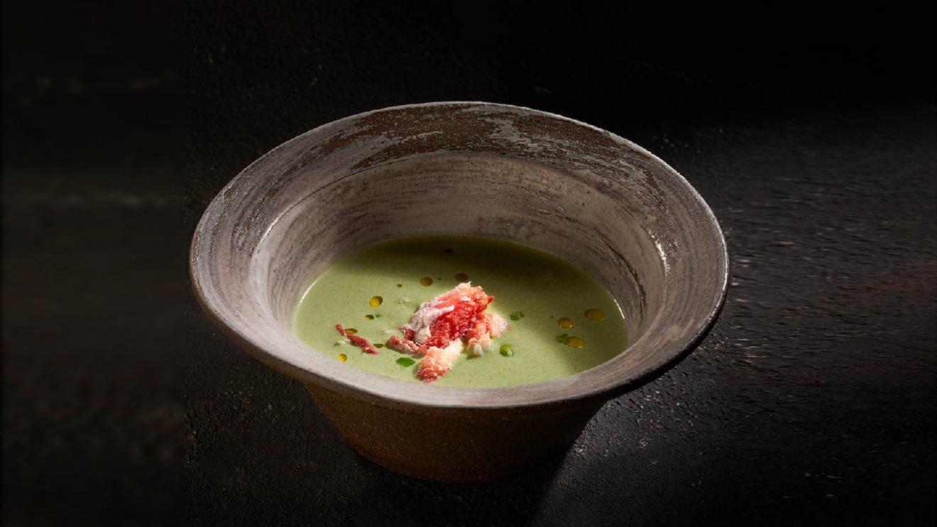 Холодный суп из зеленого горошка с камчатским крабом