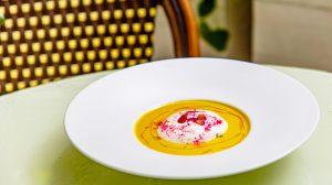 Холодный суп из запеченных перцев и козьего сыра