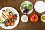 Жареный адыгейский сыр с салатом из помидоров