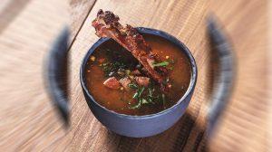 Осенний томатный суп с копченостями